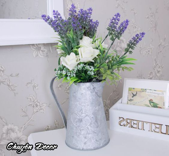 Chậu hoa oải hương